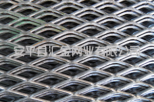 安平汇金钢板网厂家告诉大家重型钢板网过筛的清理工作